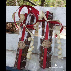 Galleta de mantequilla rellena de mazapan y cubierta de chocolate
